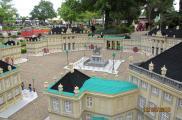 Miniatura kopenhaskiego pałcu Amalienborg w parku Legoland.